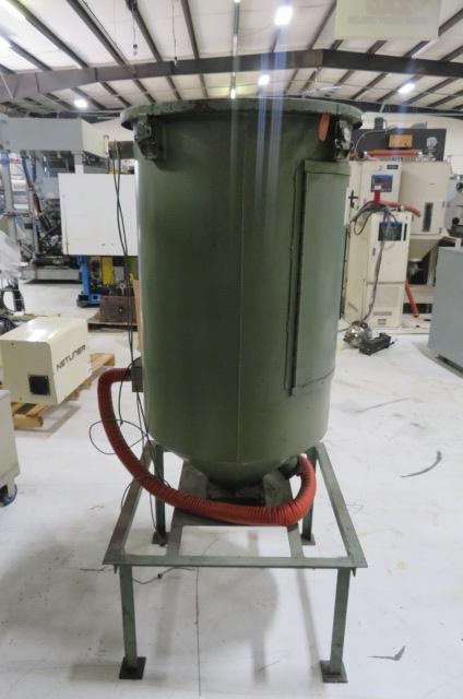 Una Dyn Used 300 lb. Hopper on Stand