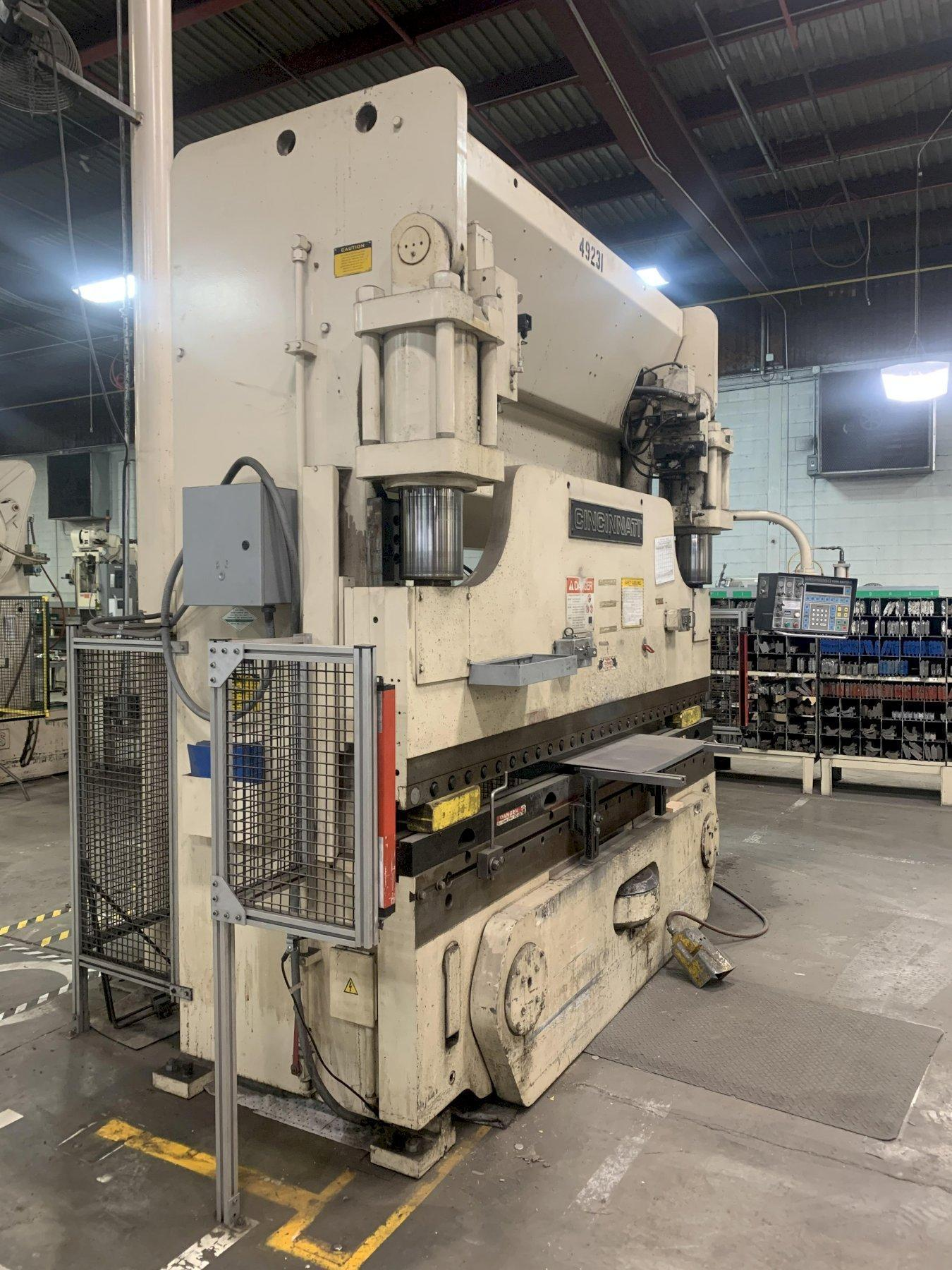 175 TON X 10' CINCINNATI MODEL #175-FMII FORM MASTER HYDRAULIC CNC PRESS BRAKE. STOCK # 1801520