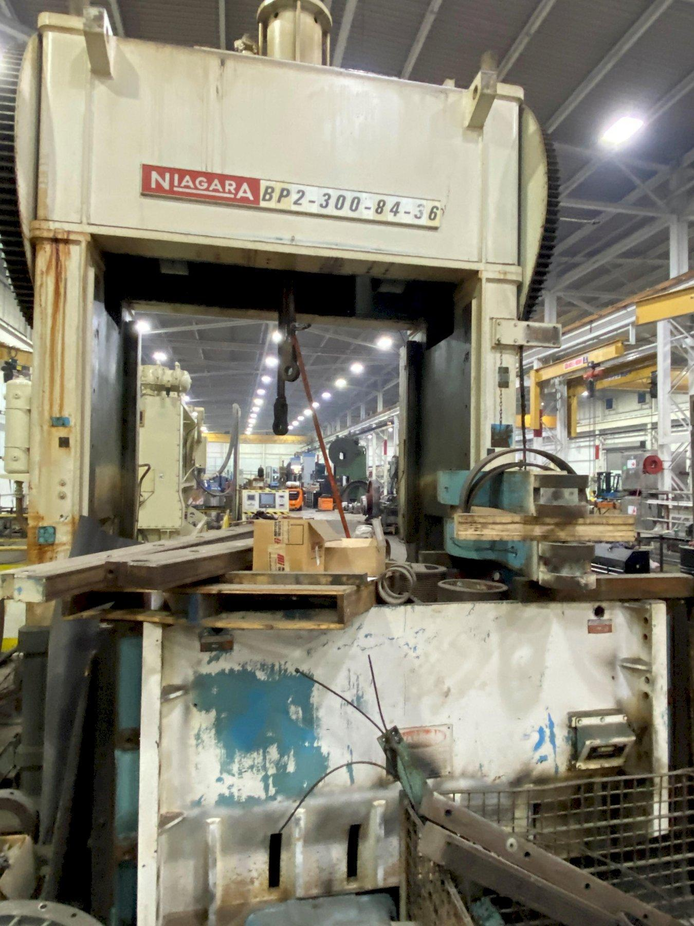300 TON NIAGARA STRAIGHT SIDE PRESS