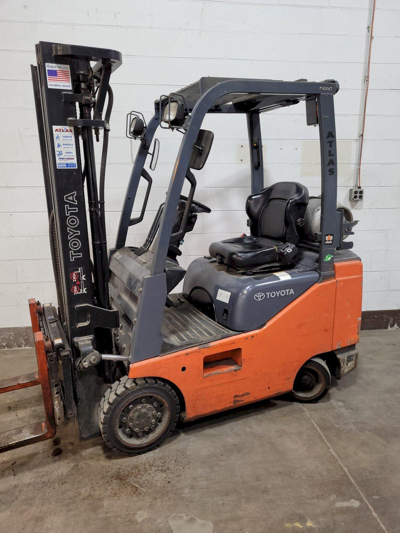 Toyota 4,000 LB Model 8FGCSU20 Compact Chassis LP Forklift