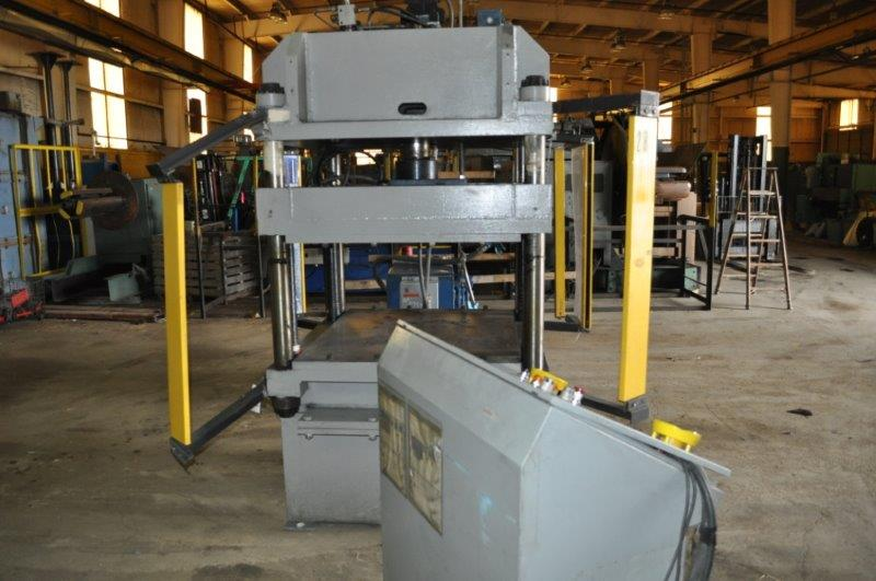 30 TON H & H 4 POST HYDRAULIC PRESS