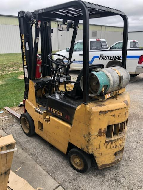 3,000 LB. HYSTER MODEL S30XL FORK LIFT