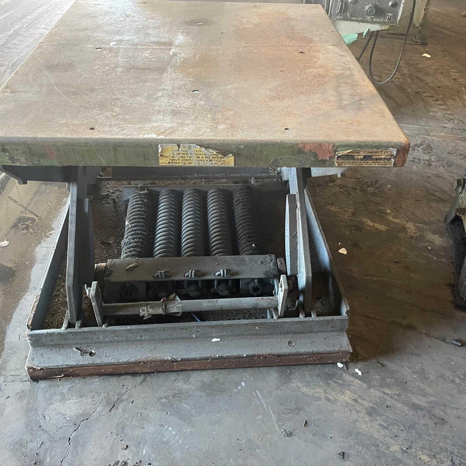 """36"""" X 42"""" AMERICAN COMPACT LIFT TABLE. STOCK # 0957121"""