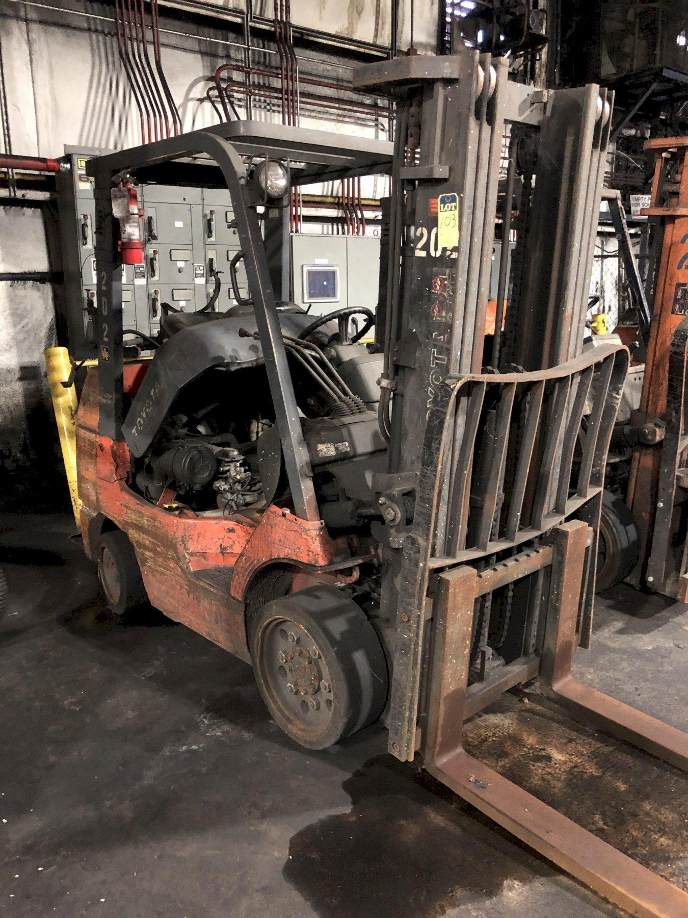 "TOYOTA MODEL 7FGU30 5000# L/P POWERED FORK LIFT TRUCK S/N 60716, 171"" LIFT, SIDE SHIFTER"