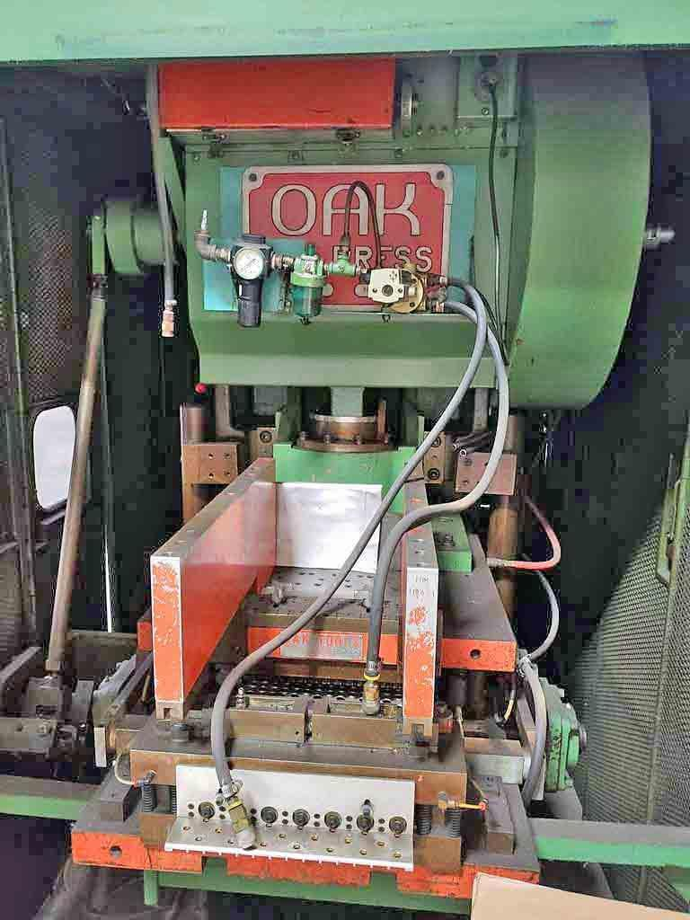 30 Ton Oak Fin Press