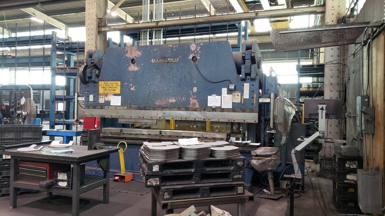 2000 Accurpress 7040014, 14' x 400 Ton, CNC Hydraulic Press Brake