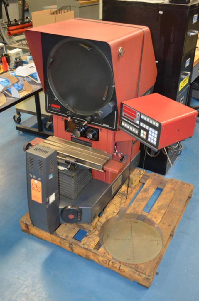 "16"" STARRETT Model HB400 Bench Top Optical Comparator, S/N 4124."