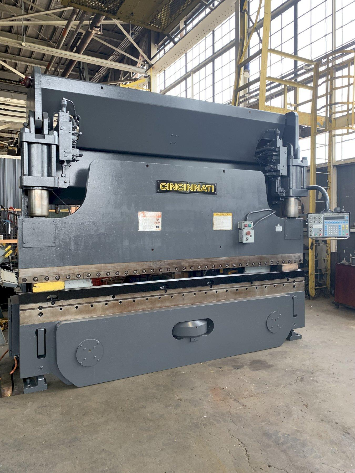 175 TON X 12' CINCINNATI MODEL FMII HYDRAULIC PRESS BRAKE: STOCK #10215