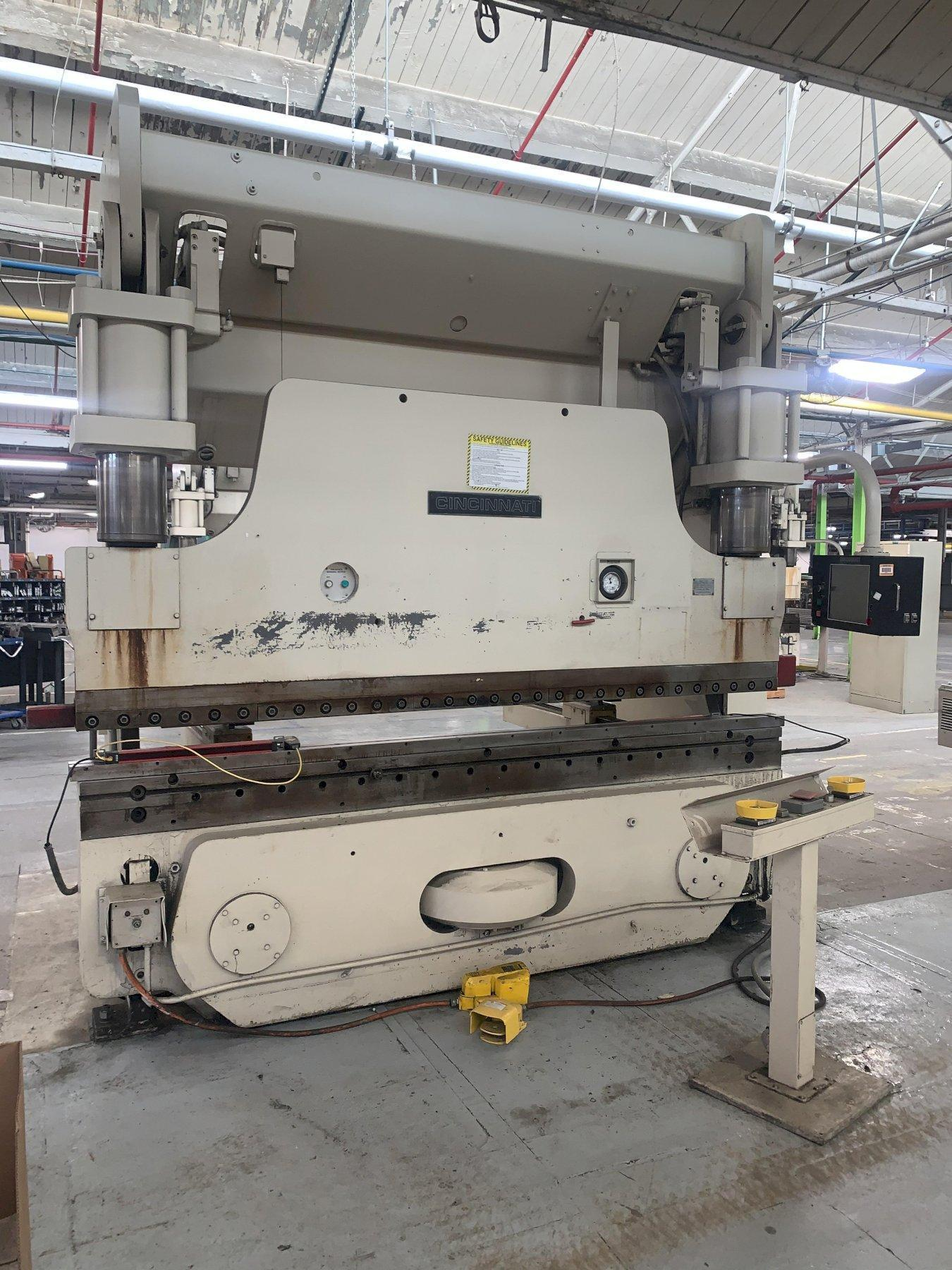 230 TON X 10' CINCINNATI MODEL #230-8AS AUTO SHAPE HYDRAULIC CNC PRESS BRAKE WITH UPGRADED TOUCHSCREEN CONTROLS. STOCK # 1801220