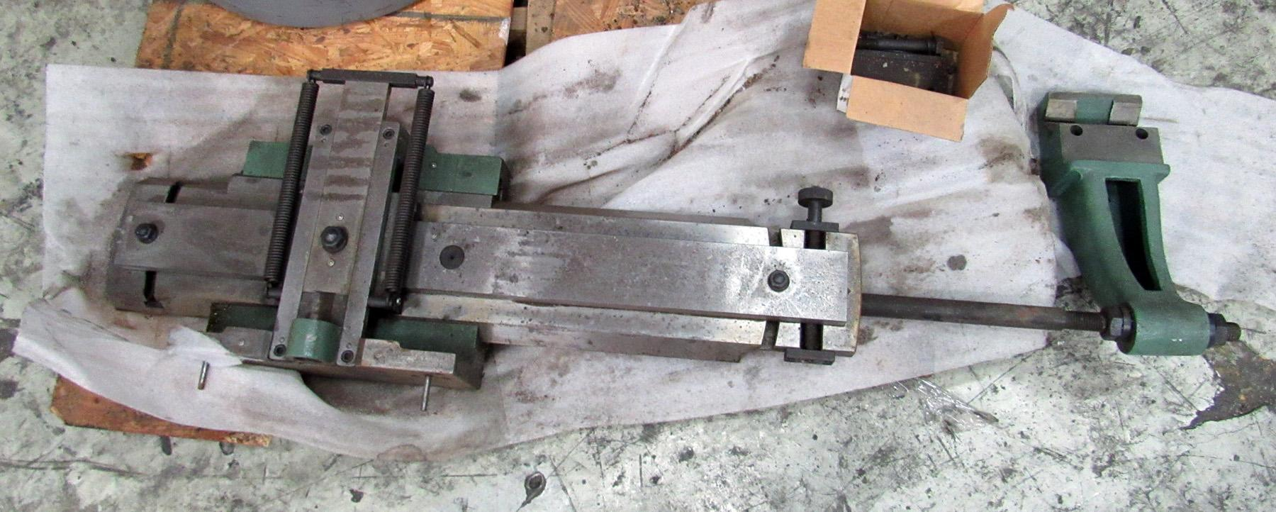 UNUSED, KINGSTON / MAZAK COMPLETE TAPER ATTACHMENT ASSEMBLY WITH TAPER CLAMP