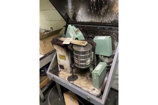 tyler model rx-29 ro-tap sieve shaker with screens and enclosure