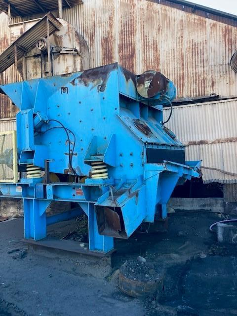 GENERAL KINEMATICS MODEL VM120 VIBRAMILL LUMP CRUSHER S/N C-9258-1 WITH BASE