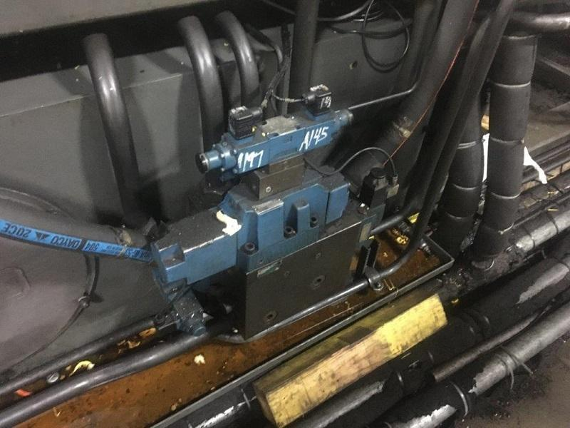 Cincinnati Used VH400-54 Injection Molding Machine, 400 US ton, Yr. 1996, 54 oz.