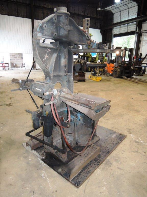 Osborn model 3161-12 rotolift molding machine s/n 14887-f without matchplate handler (this machine was removed from service)