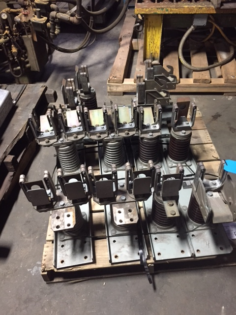 SKID WITH 6- S & C CAT# 87072R2-Y POWER FUSE MOUNTING BRACKETS, 14.4 KV, 400 E AAMP, 110 KV IMP WITHSTAND