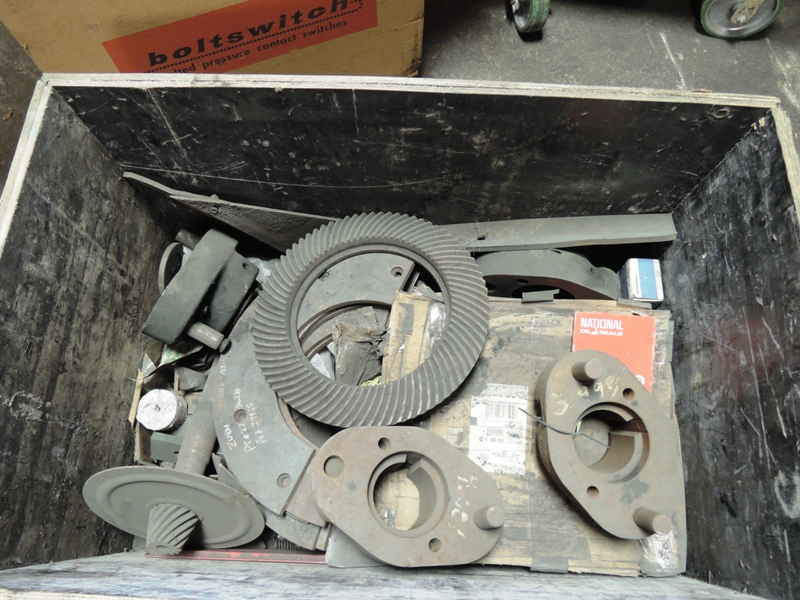 BOX WITH 23G PLOWS AND STRAPS MODEL 805703572 AND 4- 805420372 PLOWS