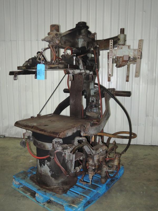 OSBORN MODEL 3161 ROTOLIFT MOLDING MACHINE WITH MATCHPLATE HANDLER