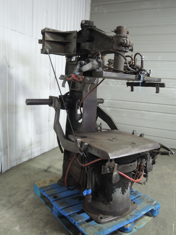OSBORN MODEL 3161 ROTOLIFT MOLDING MACHINE WITH MATCHPLATE HANDLER