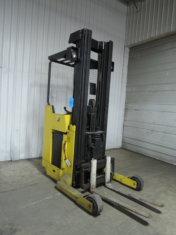 YALE MODEL NRO4OAE ELECTRIC REACH TRUCK NARROW AISLE STAND UP LIFT TRUCK S/N C815NO2949Z NO CHARGER