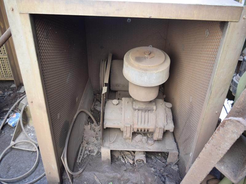 torit model rf Round dust collector with 200 hp motor and new york Size 445 blower, bcs-sw, s/n 95-108747-1, stack and pulse blower