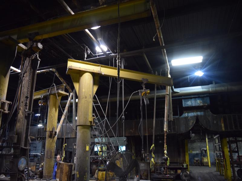 360 degree floor jib 12' high, 9' arm with Ingersoll rand 1/2 ton air hoist with pendent controls