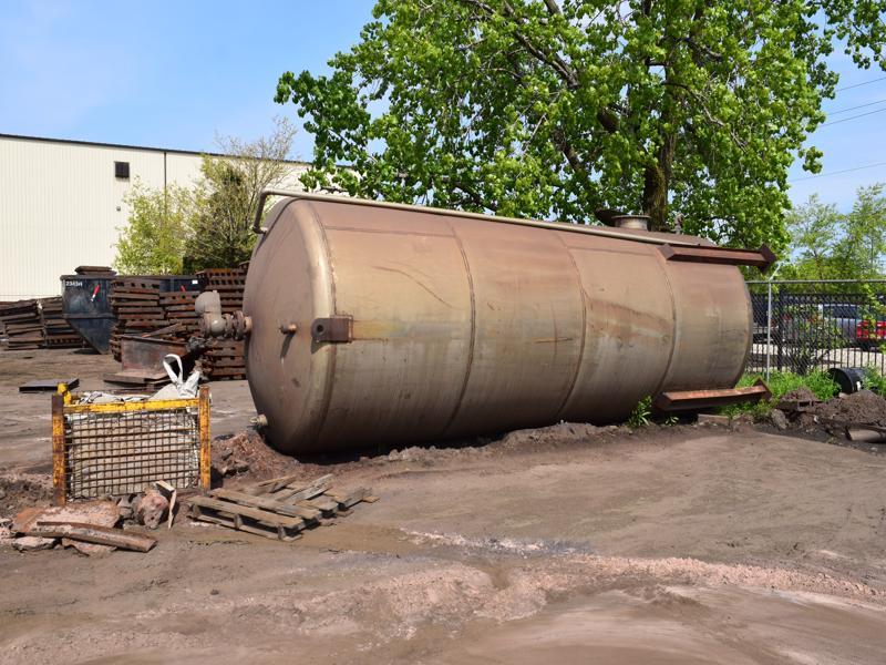 stainless steel tank 8' diameter x 20' long
