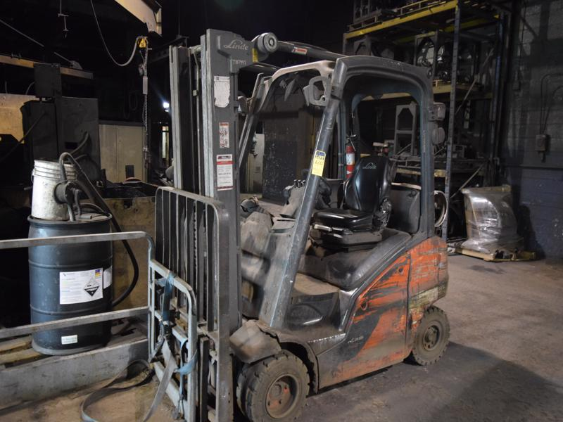 linde model h30 l/p powered fork lift truck s/n ?? With side shifter