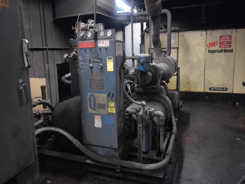 Quincy model q1000 200 hp air cooled air compressor nsn , 66,261 hours