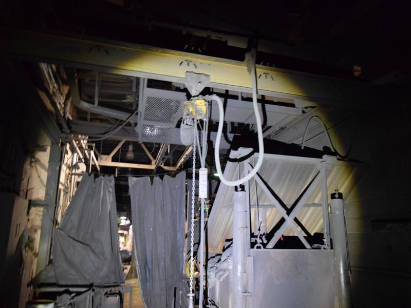 Ingersoll rand 1/2 ton air hoist with pendent controls and bridge