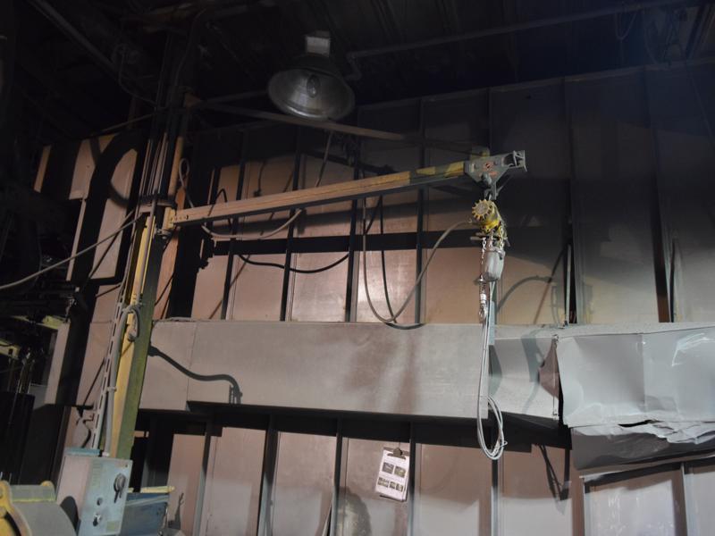 Ingersoll rand 1/2 ton air hoist with pendent controls, wall jib