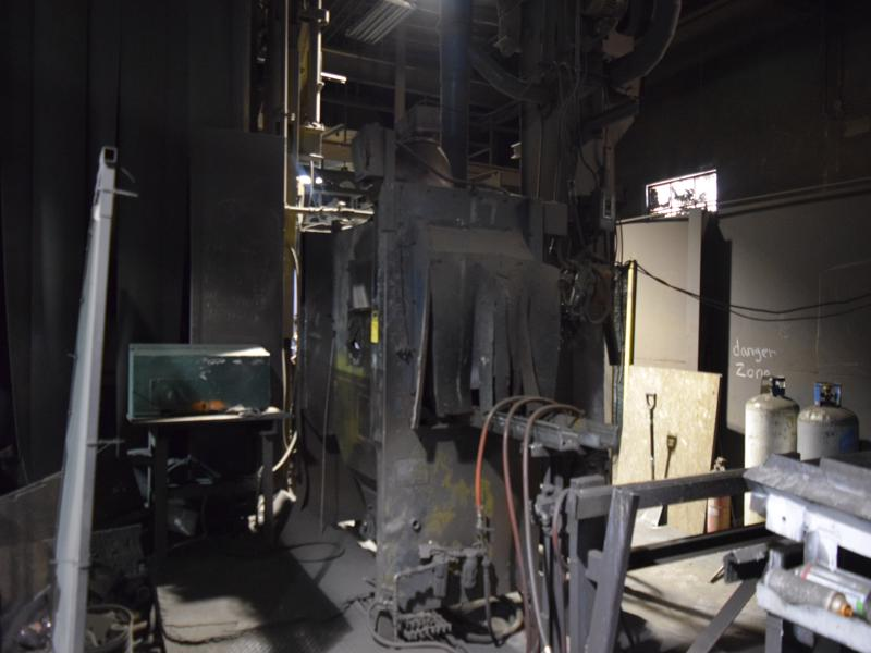 Wheelabrator head hand blast s/n a115792 with shot system