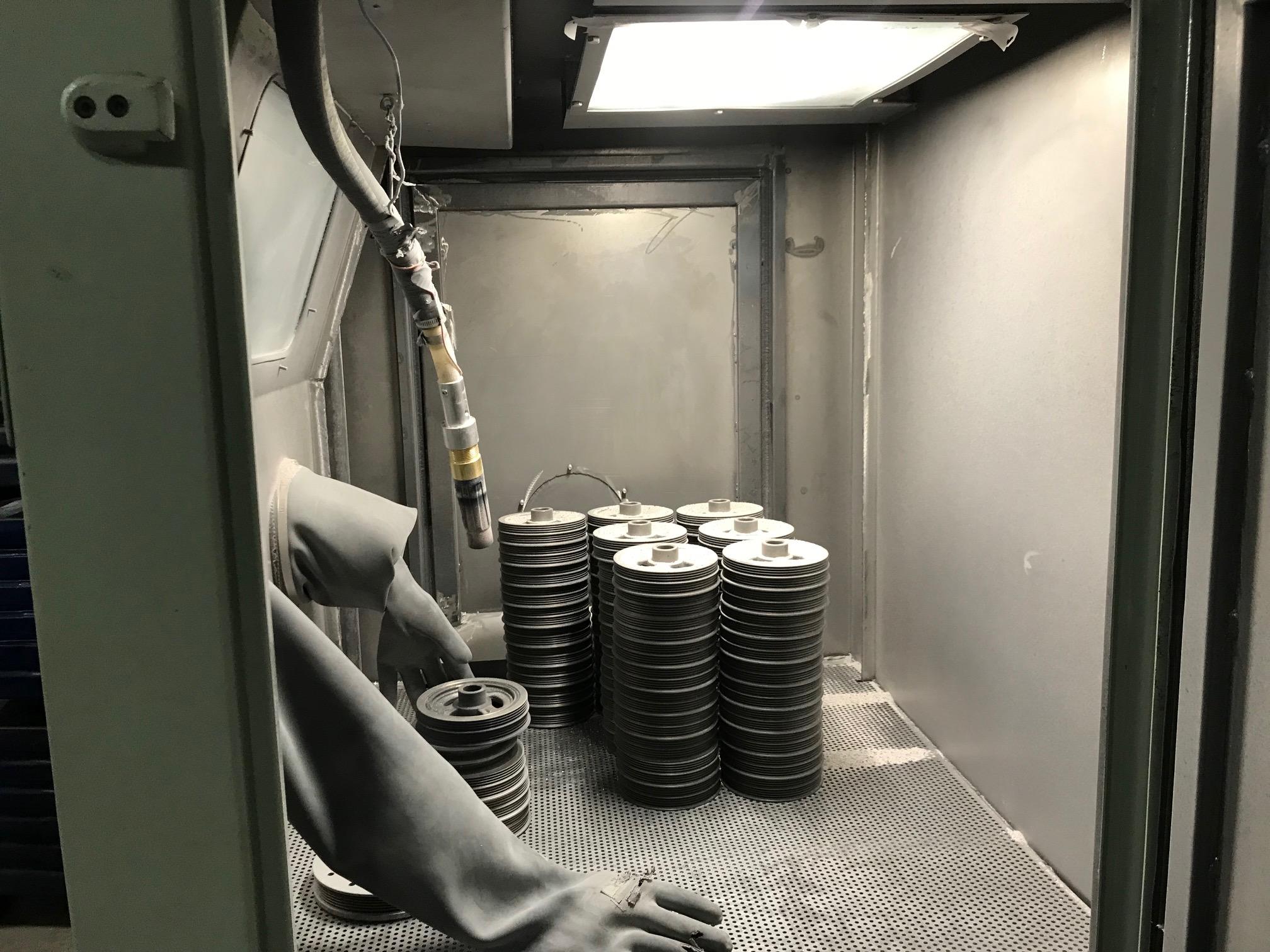 Maxi-Blast Pressure Dry Hone Cabinet w/ Dust Collector