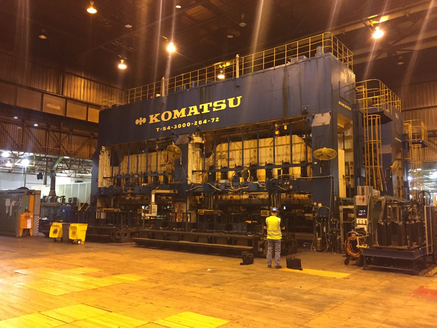 3,000 Ton Komatsu 2-Point, Mechanical Straight Side Transfer