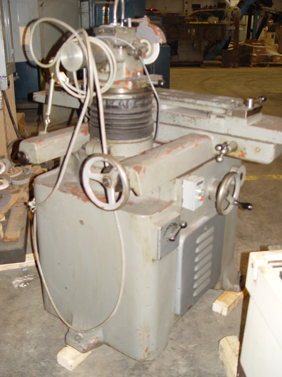 Tos Universal Tool and Cutter Grinder Model BN 102
