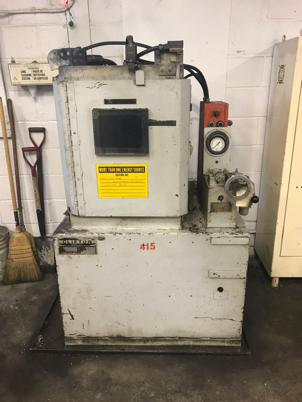 Clifton Model 2P-200 Hydraulic Hobbing Press
