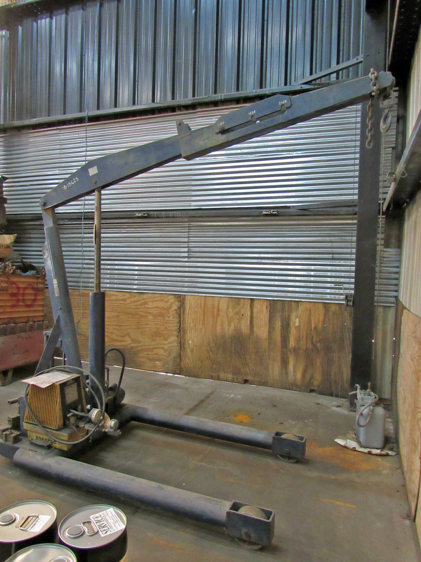 USED, 6,000 LB. CAPACITY RUGER PORTABLE SHOP CRANE
