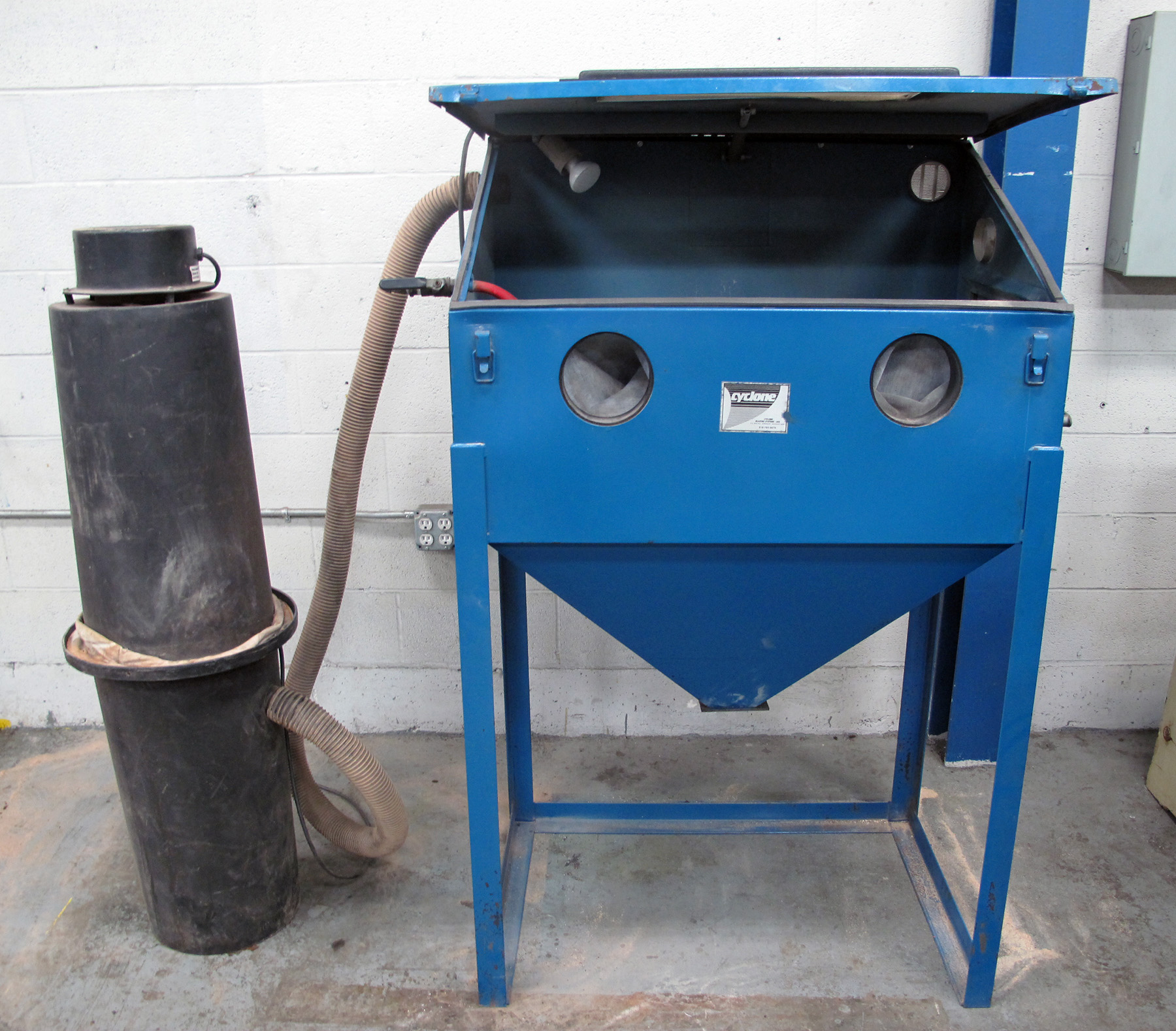 USED, CYCLONE MODEL 3624 TOP LOADING BLAST CABINET