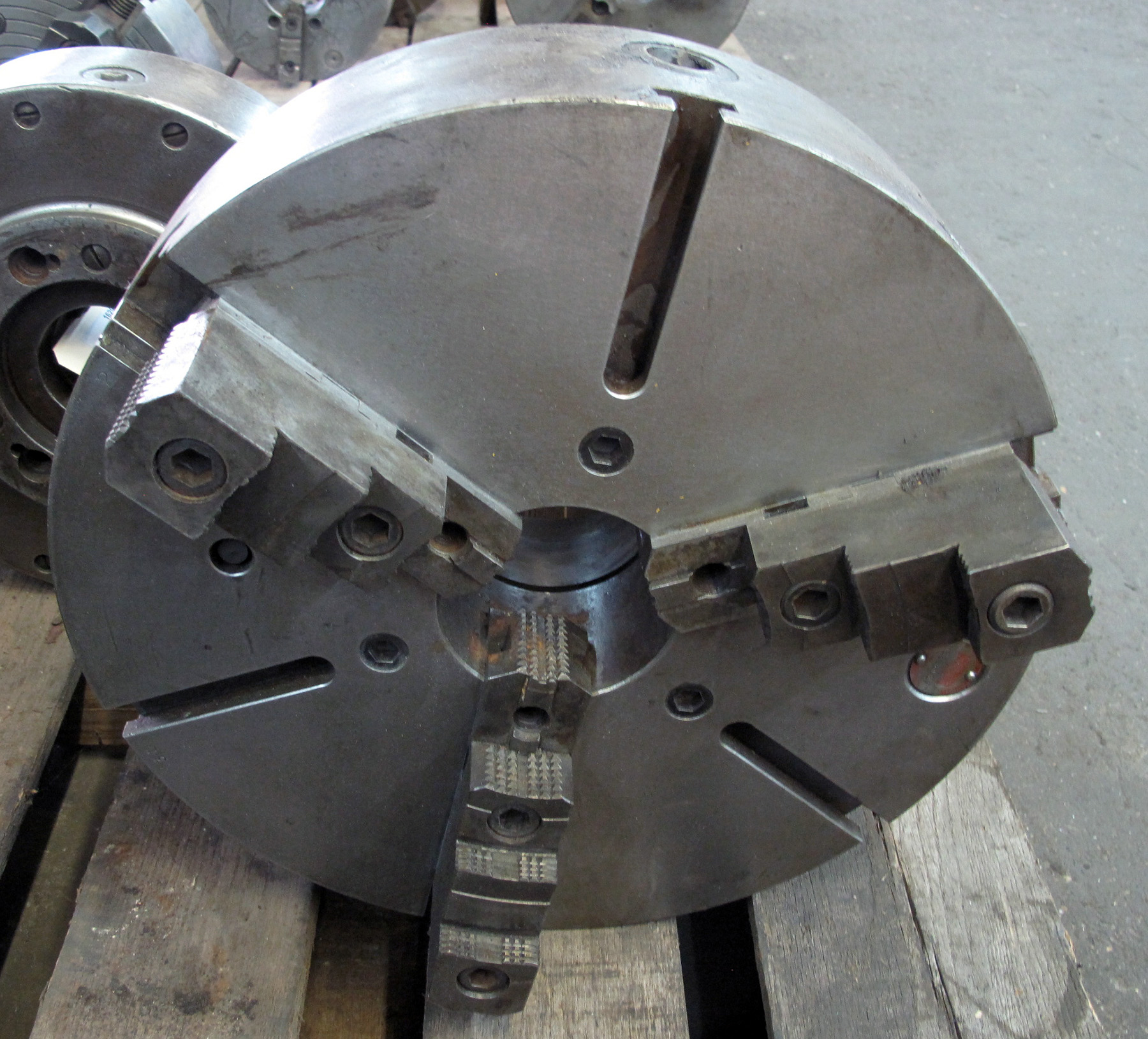 "USED, 18"" CUSHMAN 3-JAW CHUCK"
