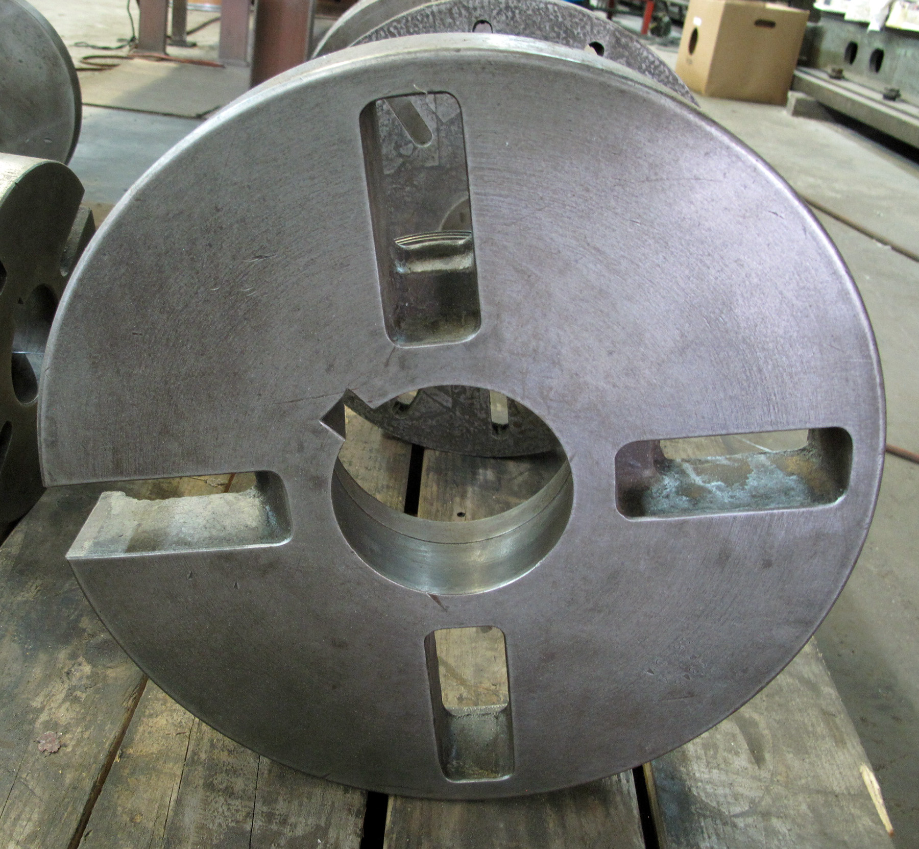 "USED, 15"" DIAMETER FACE PLATE, L-2 MOUNT"
