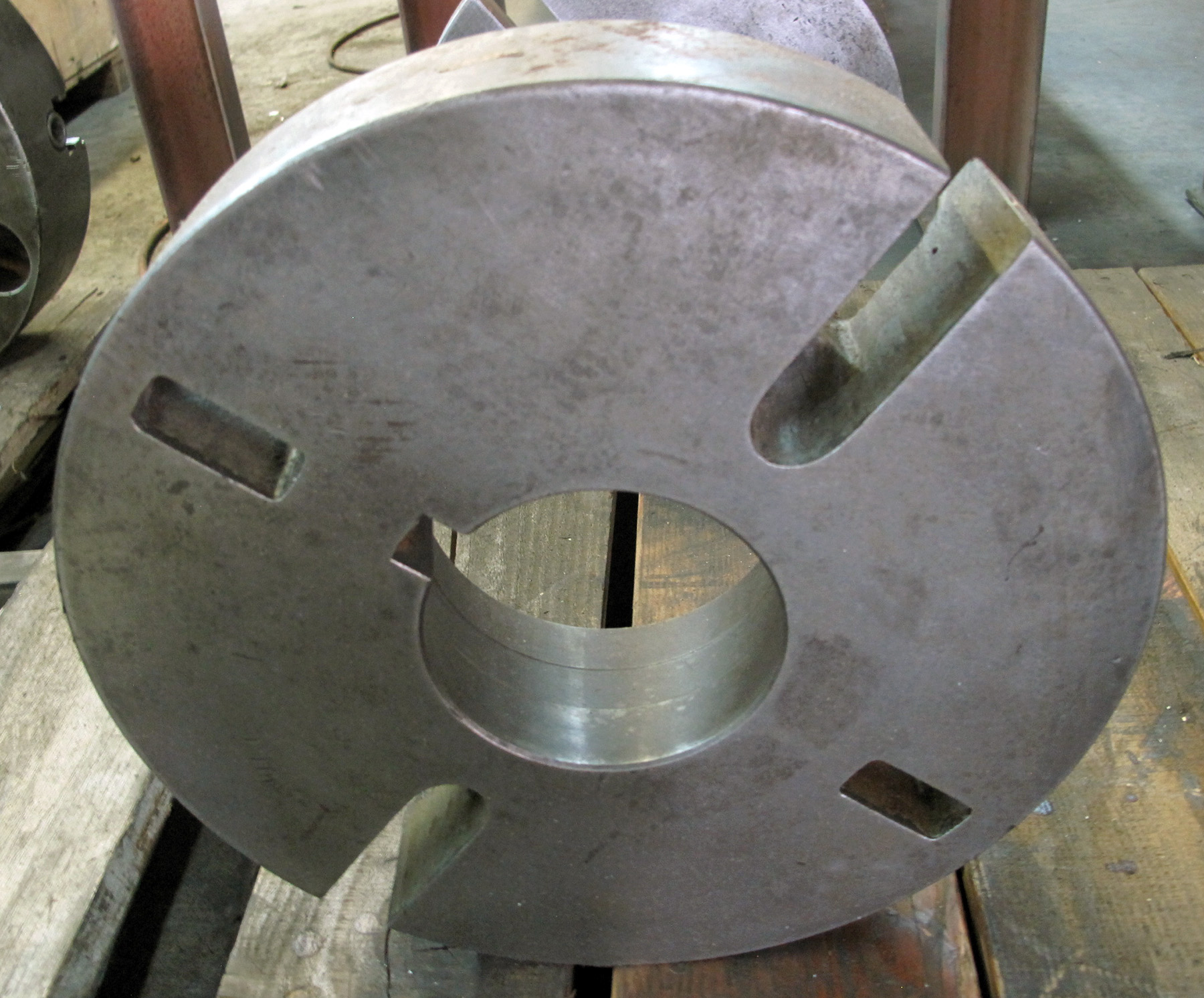 """USED, 13"""" DIAMETER FACE PLATE, L-2 MOUNT"""