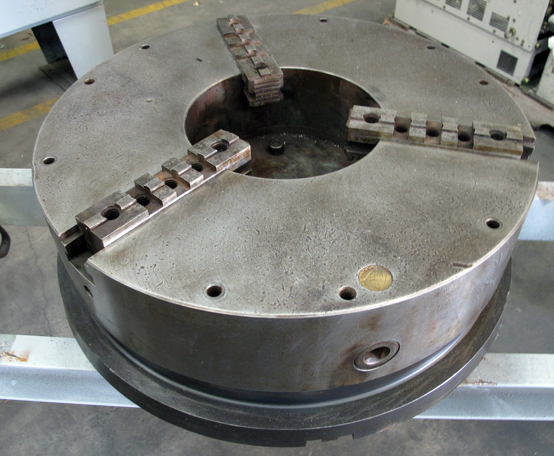 USED, 25″ BISON 3-JAW CHUCK WITH 10″ THRU-HOLE AND 27 ...