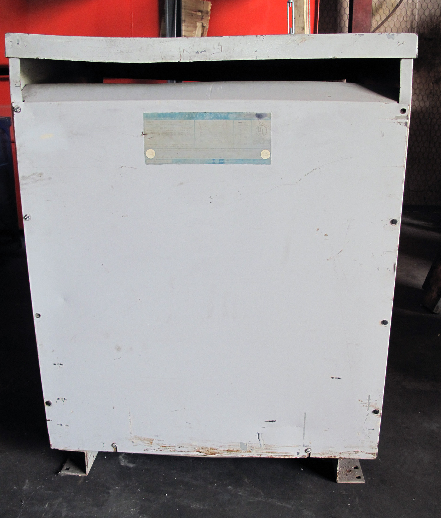 PRE-OWNED, 118 KVA GE MODEL 9T23B4009G22 TRANSFORMER, PRIMARY 460V, SECONDARY 460/260, MULTI TAP