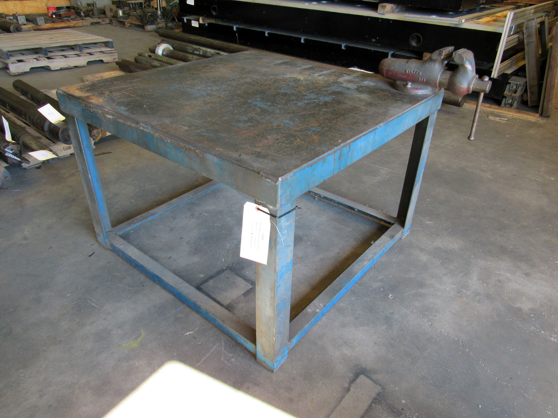 USED, HEAVY DUTY METAL TABLE WITH VISE