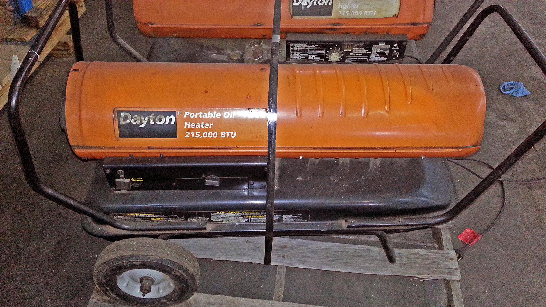 USED, 210,000 BTU DAYTON MODEL 3VE52D PORTABLE OIL-FIRED SPACE HEATER