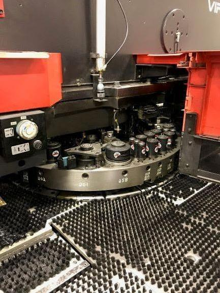 AMADA2000 33 Ton Amada Vipros 358 King II Turret Punch Press
