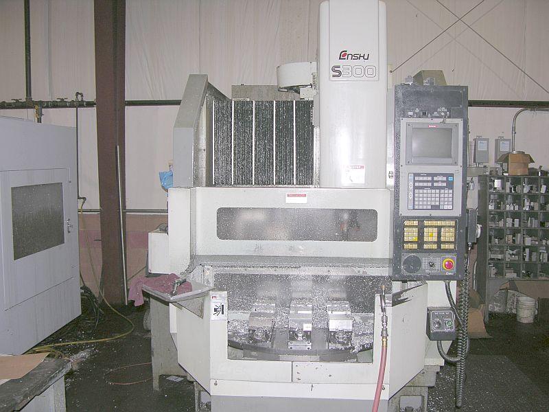 YASNAC ENAC J50, (2) PALLETS, 10K RPM, BT 30