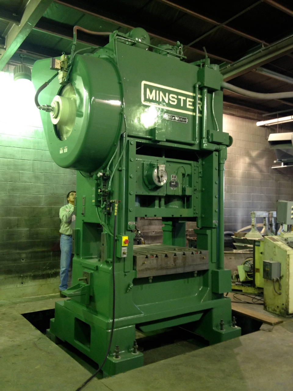 200 TON MINSTER P2-200 STRAIGHT SIDE PRESS