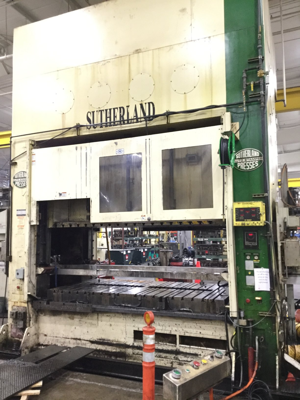 330 TON SUTHERLAND STRAIGHT SIDE DOUBLE CRANK PRESS