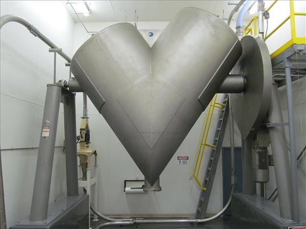 PATTERSON-KELLEY 200 CU. FT STAINLESS STEEL CROSSFLOW TWIN SHELL BLENDER