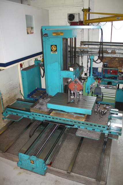 "5"" GIDDINGS & LEWIS MODEL 130 TABLE TYPE HORIZONTAL BORING MILL, 47""X 74"" BED AREA,WITH ROTARY TABLE,HEIDENHEIN D.R.O, Y=80"",X=109"",Z=35.9"", VERY GOOD CONDITION ,1975"
